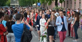 Матуранти Гимназије обележили крај школовања